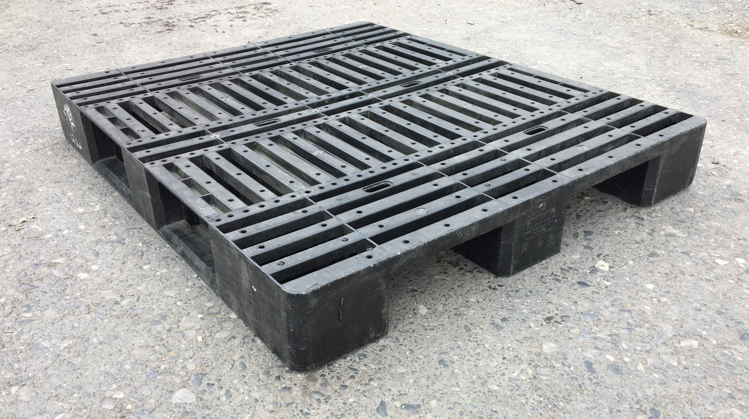 plastic pallet removal